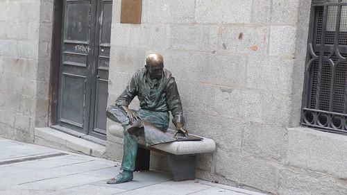 Estatua en Plaza de la Paja