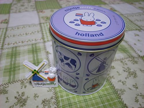 オランダのmiffyクッキー缶