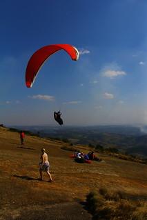 Imagine de Pedra Grande. wallpaper brazil brasil de saopaulo interior sp papel paraglider parede parapente asadelta atibaia pedragrande voolivre fundodetela vooavela