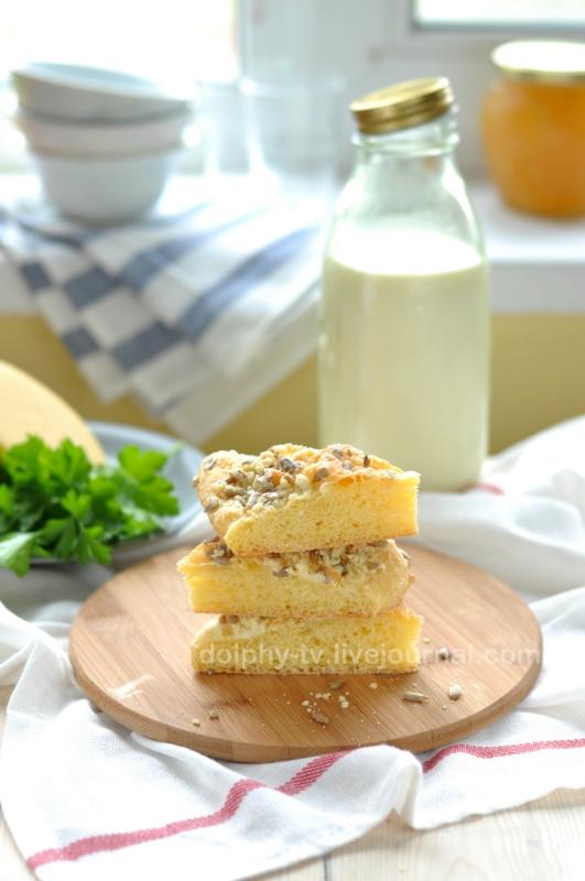 Кукурузная лепешка с сыром и семечками / Cornmeal Flatbread with Cheese and Sunflower Kernels