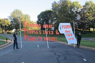 Leesburg TPP Banner Blockade