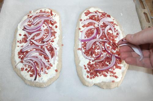 31 - Mit Zwiebeln belegen / Add onions