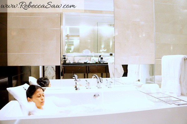 bathtub in the room - st regis bangkok