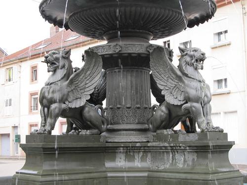 fontaine et monument raon l'etape 043