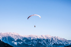 wing(0.0), gliding(0.0), paragliding(1.0), parachute(1.0), air sports(1.0), sports(1.0), parachuting(1.0), windsports(1.0), extreme sport(1.0),