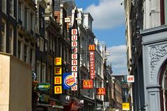 Rue Nieuwendijk et tous ses fast food !