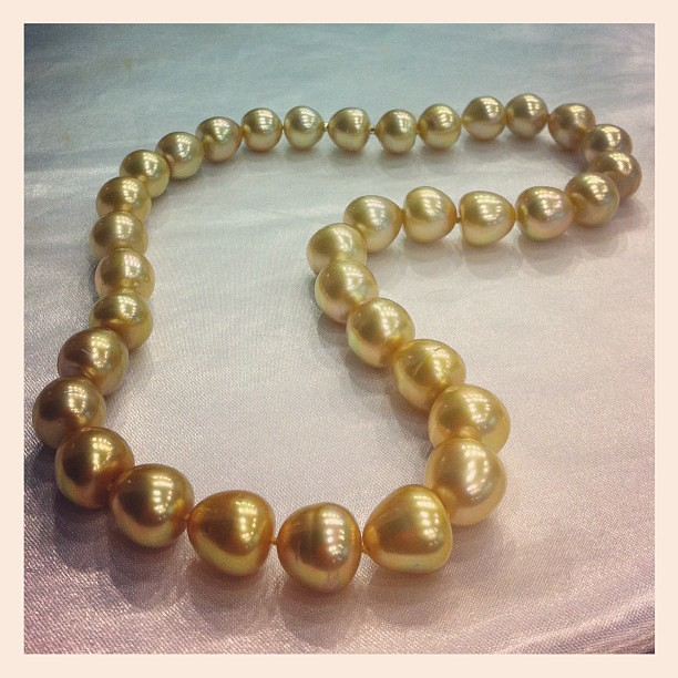 Beautiful golden south sea pearl strand from #Jewelmer. In the UNICEF #auction4action.