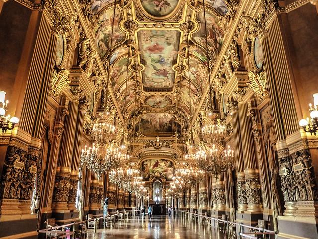 Superficie Grand Foyer Opera Garnier : Grand hall palais garnier national opera explore