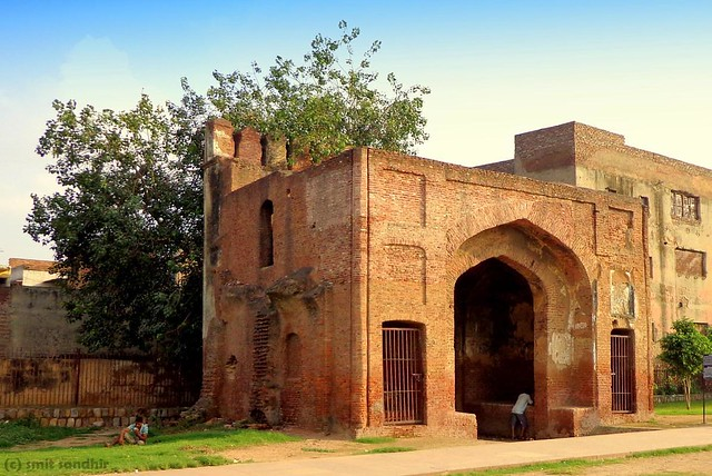 Badli ki Sarai Gateways