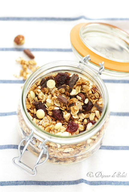 Chocolate and cherries granola