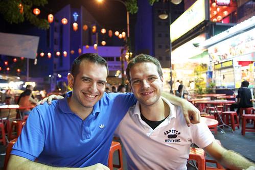 Con Héctor en Malasia