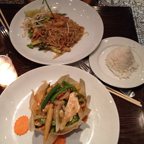 My favorite- Thai food for dinner with @lexi_mirembe in #NYC what a way to end my trip to #nyfw