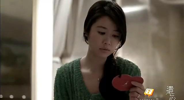 微電影《遺忘》:何薇安正在從過去保存的紀念品裡試圖回憶被她遺忘的一切