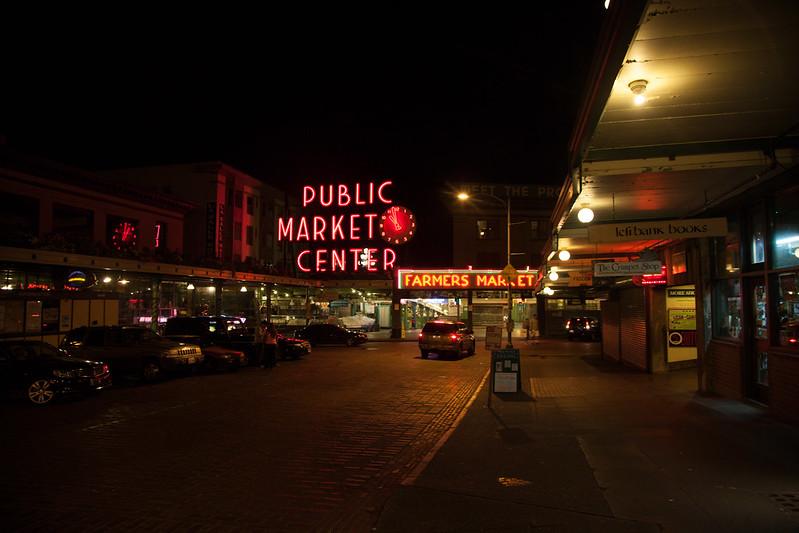 Public Market Centre [EOS 5DMK2 | EF 24-105L@24mm | 1/20s | f/4 | ISO800]