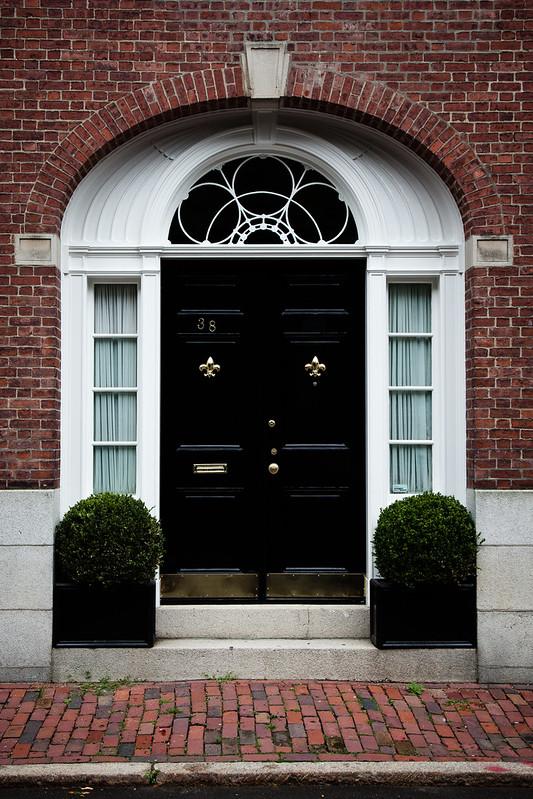 Doors [EOS 5DMK2 | EF 24-105L@40mm | 1/200s | f/7.1 | ISO400]