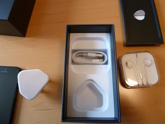 Apple iPhone 5 Unboxing