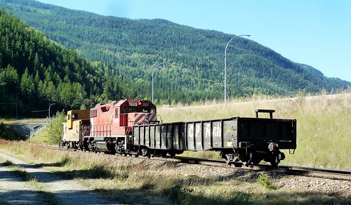 canada train bc diesel locomotive cpr freight kraft switcher castlegar gp382 cp3029 p1270019