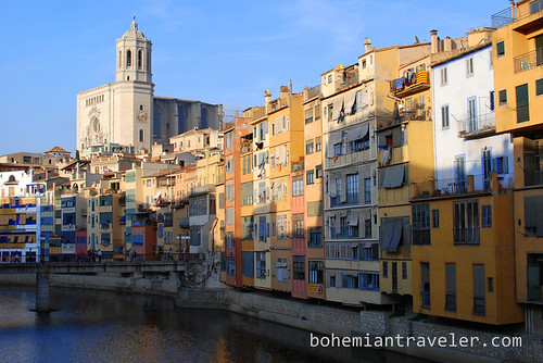 Girona Spain colorful building along the River (3)