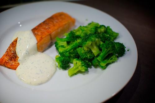 Lax med broccoli och dillsås