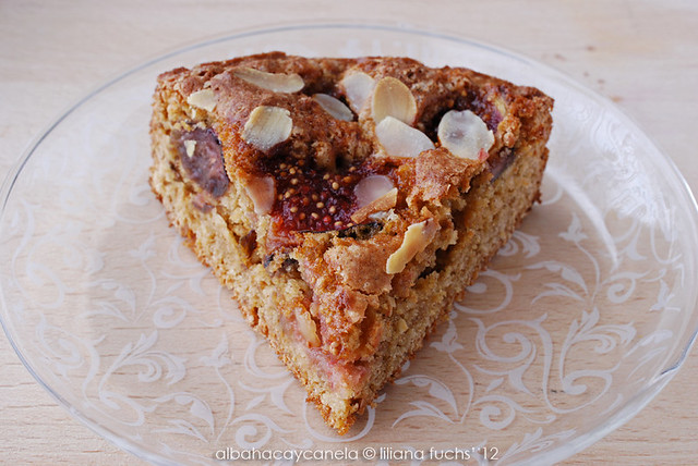 Fig and almond little cake