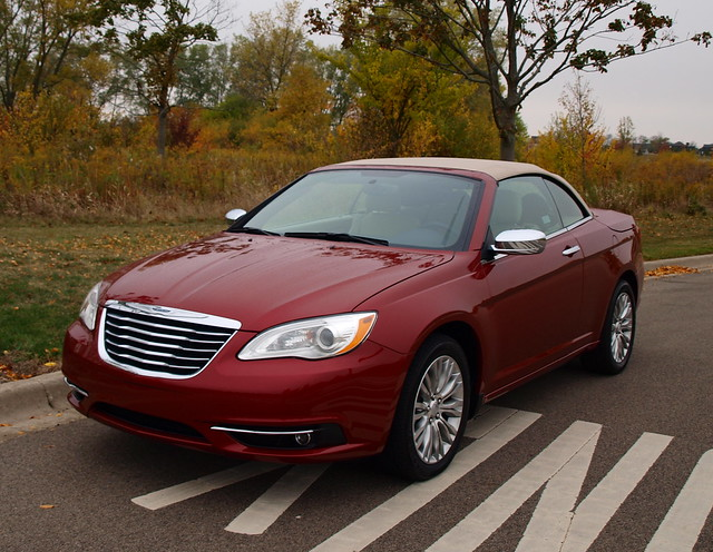 2013 Chrysler 200 Convertible 3