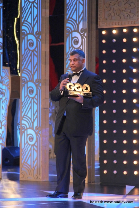 Photo 2- Tony Fernandes winner of International Businessman at GQ MOTY awards