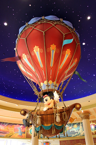 Minnie in the hot air balloon