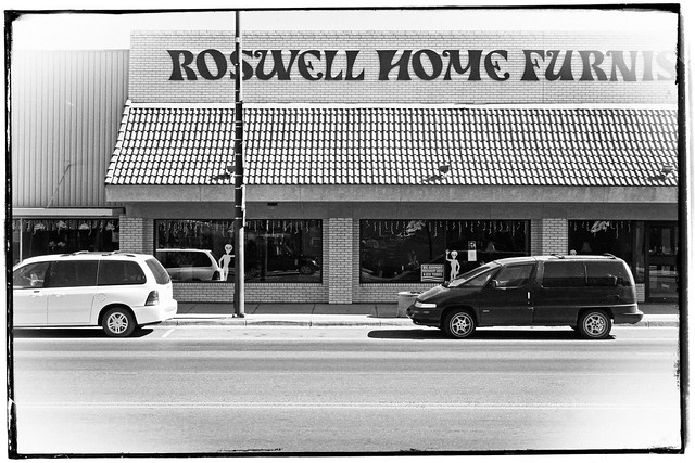 Roswell, New Mexico, Main Street, Aliens Wave from Roswell Home Furnishings