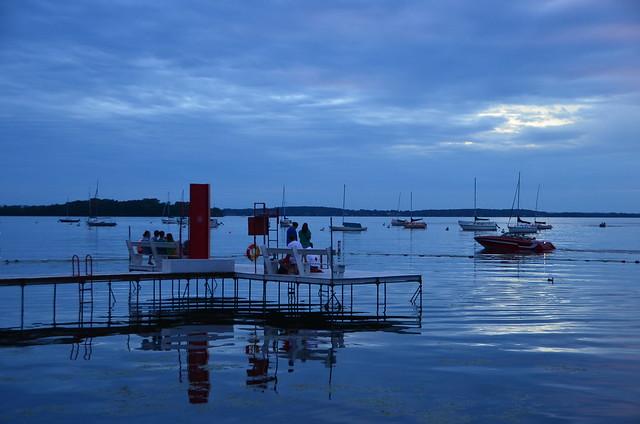 Mendota dusk 3 dusk over lake mendota from the terrace for Mendota terrace
