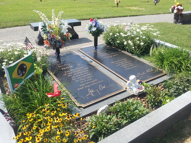 Gravesite of Johnny Cash and June Carter Cash