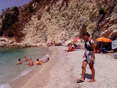 Un pò di gente alla spiaggia by Ylbert Durishti