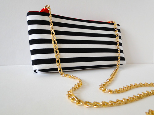 19 Striped Crossbody Clutch Tutorial by Fabric Paper Glue
