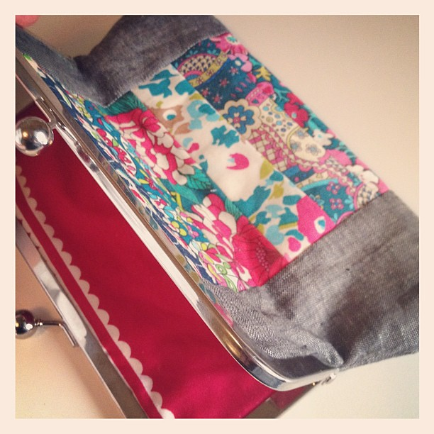 Finished Liberty pouch 1! A little grey linen and @annamariahorner voile to complete it!