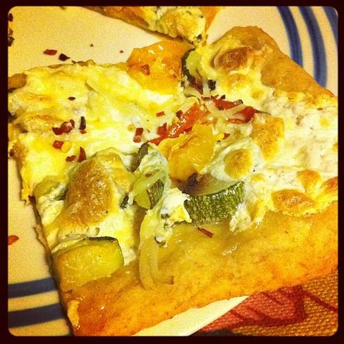 Veggie Primavera Flatbread {zucchini, cherry tomatoes, broccoli, shallot} #wfd