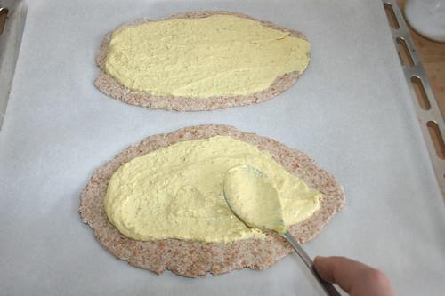 2 5 -Mit Senf-Quark-Mischung bestreichen / Cover with mustard curd mix