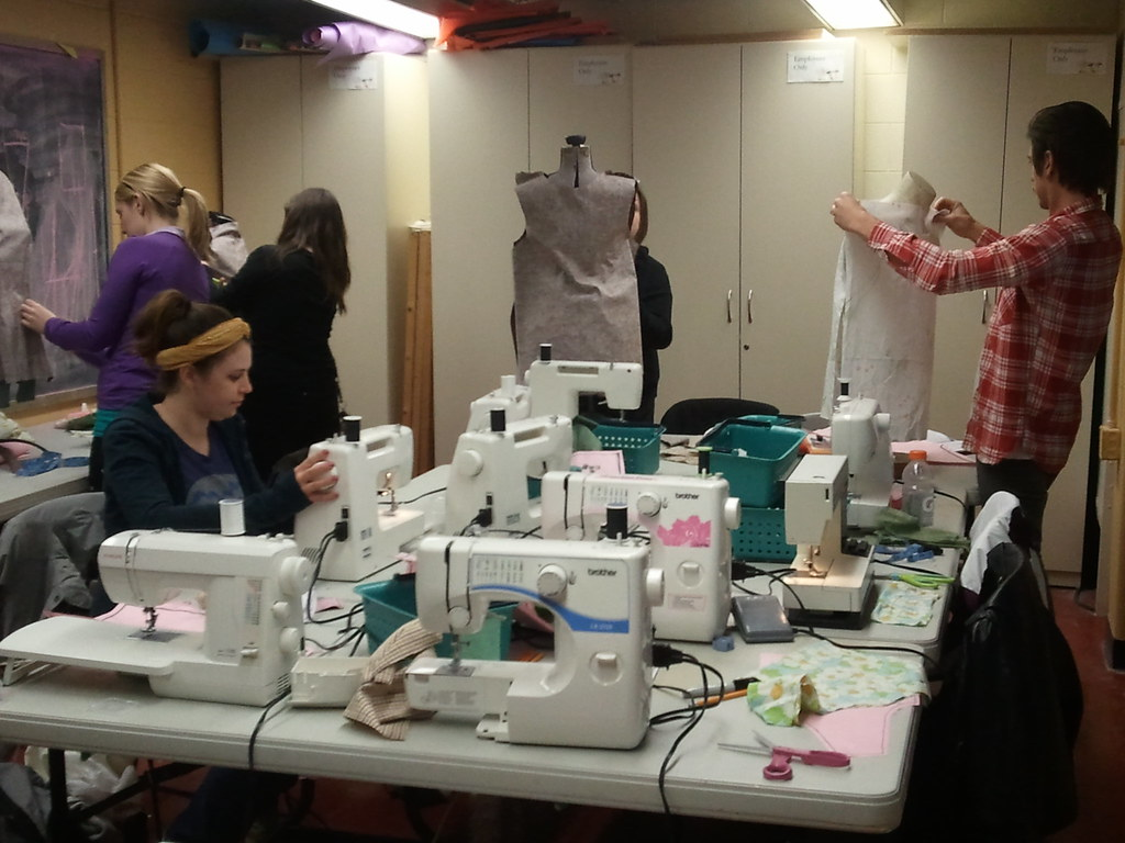 {NO-SWEAT SEWING! (tm)} UWM Studio Arts and Craft Centre