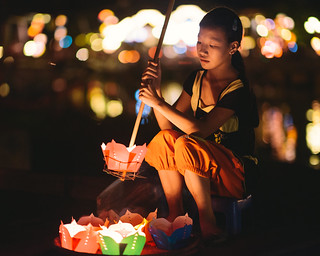 Floating lantern seller