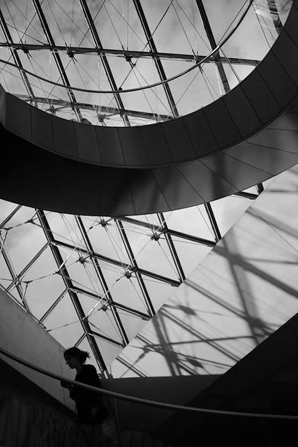 Escalier en spiral l 39 int rieur de la pyramide flickr for Interieur pyramide