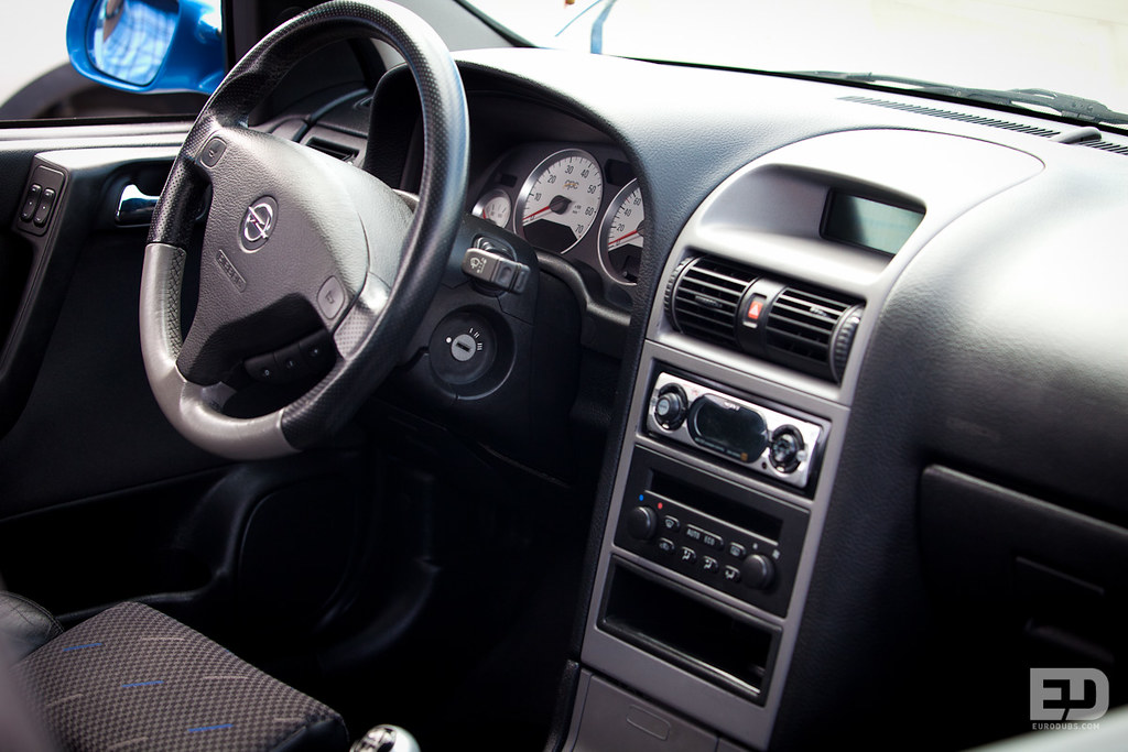 interior of opel astra g opc