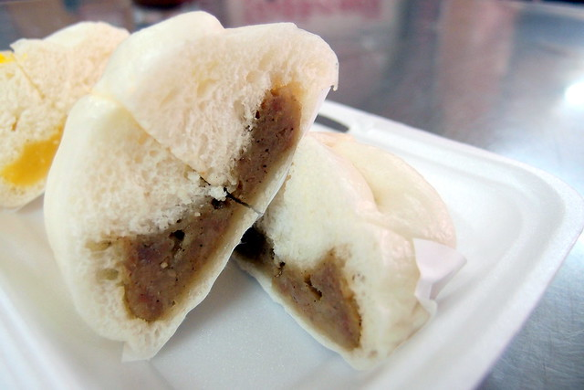 Must Try Bangkok Food: Look inside the Meat Bun