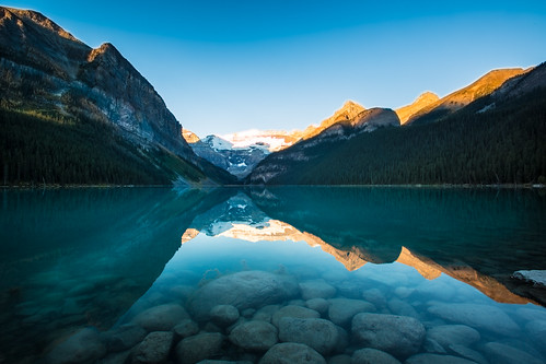 travel mountain lake canada reflection water stone sunrise canon landscape rockies rocks day bluewater nopeople clear alberta banff hdr banffnationalpark 加拿大 lakelouis 1635mm 洛磯山脈 valleyoftenpeaks 湖景 digitalcameraclub 班夫國家公園 旅遊攝影 canoneos5dmarkiii canon5dmarkiii レイク・ルイーズ