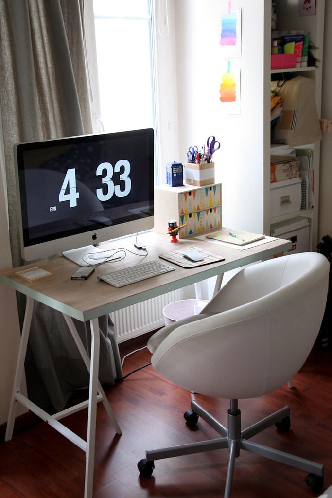 une planche et deux tr teaux morning by foley. Black Bedroom Furniture Sets. Home Design Ideas