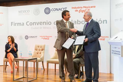 Coca-Cola y CONACyT firman convenio para promover la investigación en México
