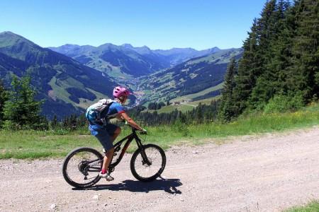 """Bike SNOW tour: Saalbach Hinterglemm – víte, co je """"lässig""""? (1. část)"""