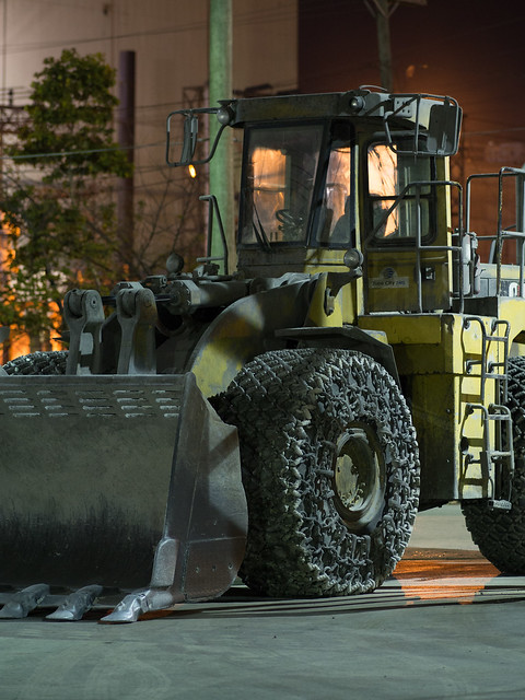 Olympus 75mm f/1.8 Tests: Loader by Night