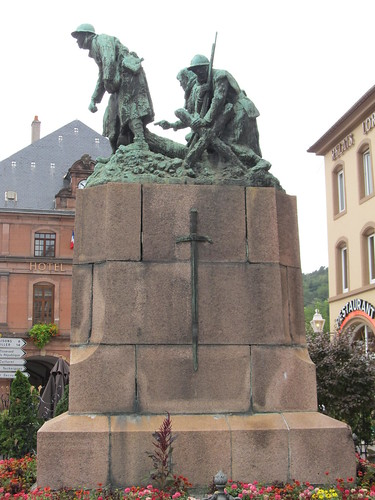 fontaine et monument raon l'etape 049