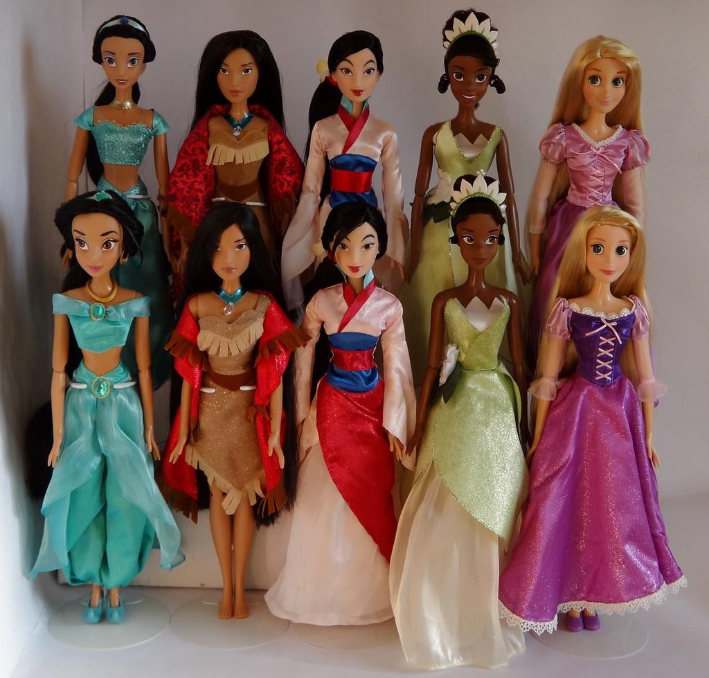 Disney Princess Cinderella Singing Doll And Costume Set: Disney Princess 17'' Singing Dolls 2010
