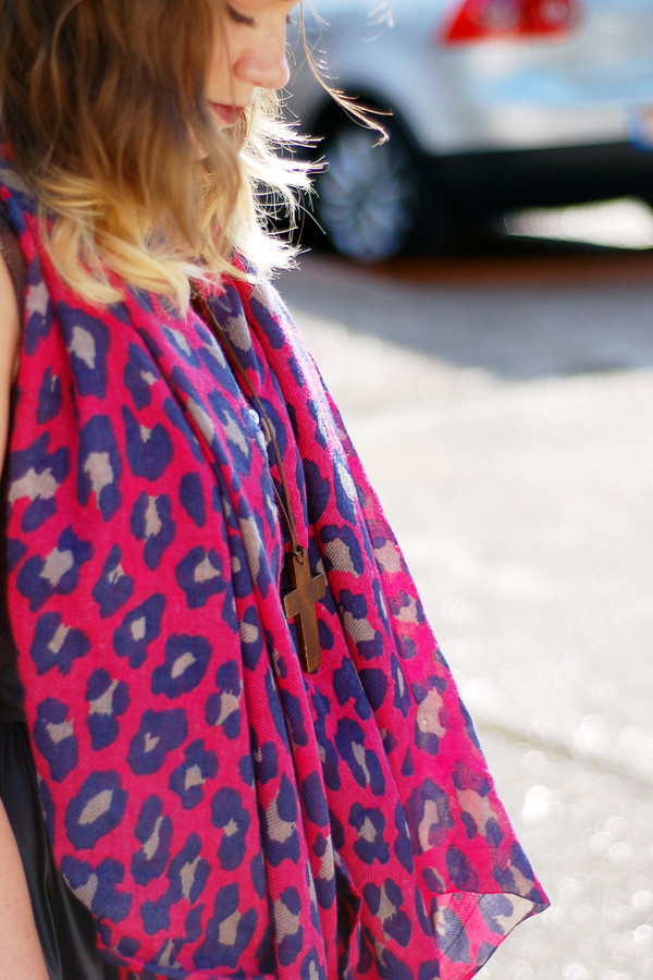 Wardrobeblock : H&M pink fuchsia blue brown leopard print scarf eBay wooden cross necklace