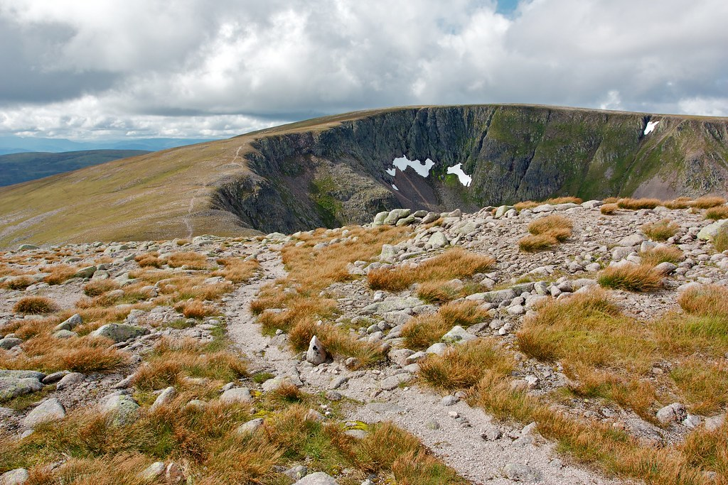 Path to Einich Cairn