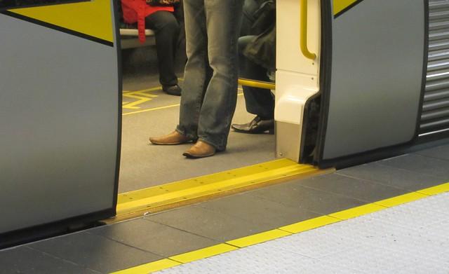 Perth Underground station: no gap
